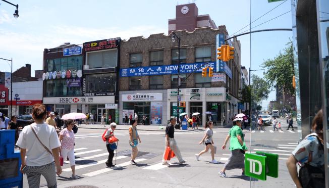 紐約法拉盛的一個路口,數家銀行聚集。(許振輝/攝影)