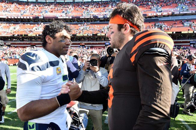 NFL/海鷹逆襲布朗 同場較量 威爾森給梅菲德上一課