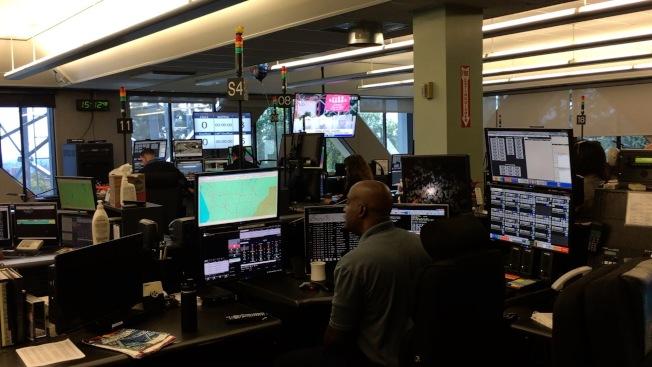 911調度中心工作人員在工作。(記者陳開/攝影)