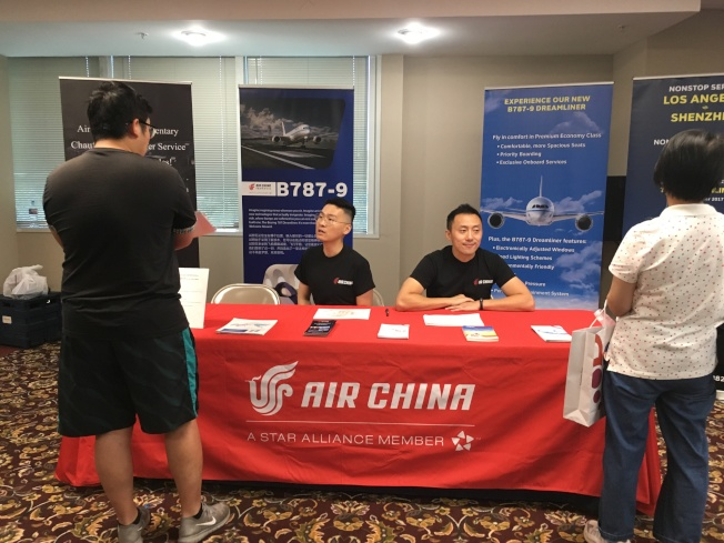中國國際航空公司營銷主管張平看到現場如此多參與民眾,感到相當欣慰。(記者謝雨珊/攝影)
