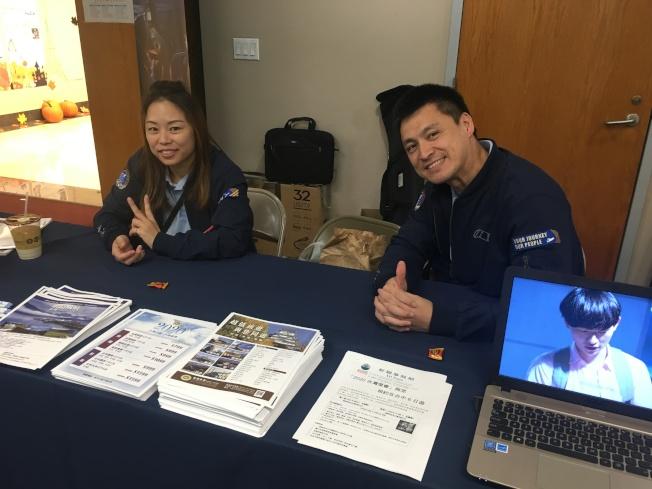 中華航空代表李百倫(右)提醒民眾,華航自10月28日起,從洛杉磯國際機場(LAX)起飛至台北的下午CI005班機將復飛。(記者謝雨珊/攝影)