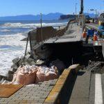 颱風襲日本 鎌倉江之電附近濱海步道塌陷