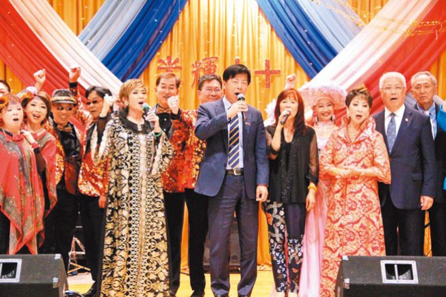 雙十金曲歌會 唱響華埠