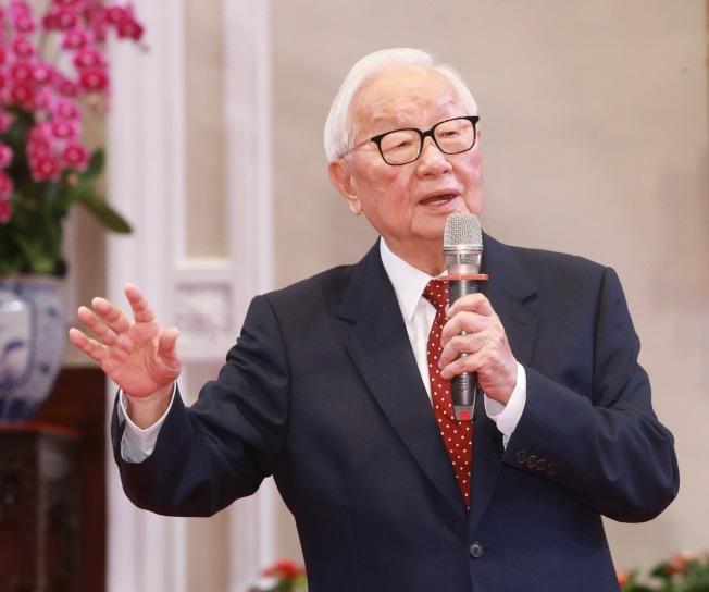 蔡英文總統14日在總統府舉行記者會,宣布由台積電創辦人張忠謀再次擔任亞太經濟合作會議(APEC)領袖代表。(記者黃義書/攝影 )