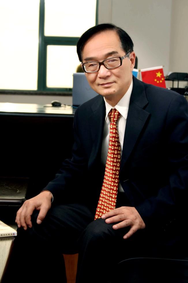 馮敏教授是中國中藥協會中藥新技術專業委員會副主委、中國科學院研究員。