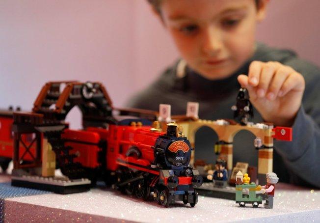 隨著消費者追求更環保的產品,樂高(LEGO)正考慮向樂高迷推出租賃服務。(路透社)