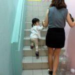 坐月子爬樓梯傷膝蓋? 原來真的有醫學根據