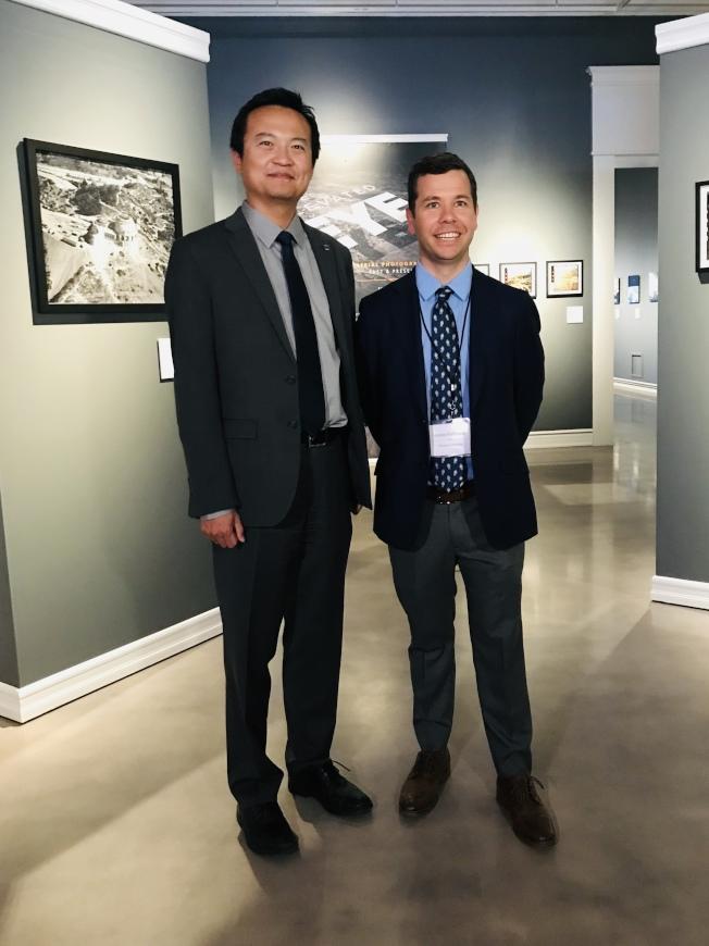 銷售經理Ethan Chen(圖左),新館長James Fishburne(圖右)