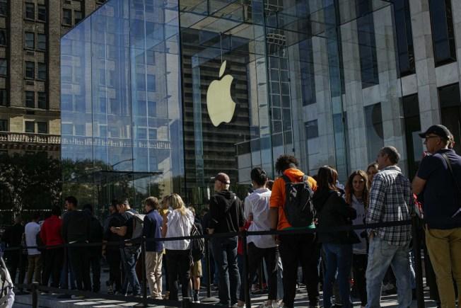 年輕人將很快開始放棄購買蘋果設備、精釀啤酒和Chipotle的辣椒捲餅。(Getty Images)
