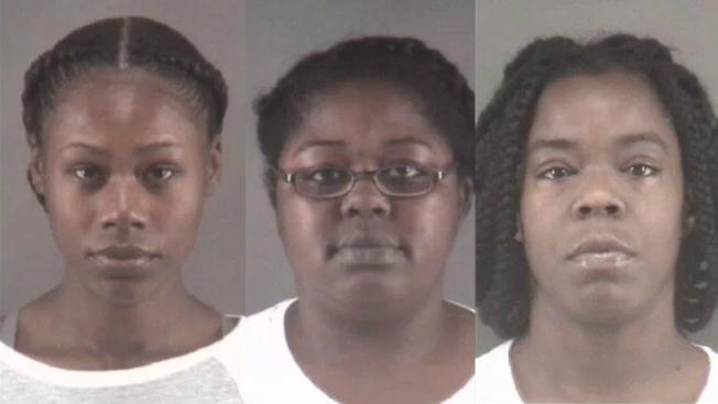 北卡州一家療養院三名女看護助長暴力,袖手旁觀兩名失智病人互毆致傷,遭官方調查起訴。(警局照片)