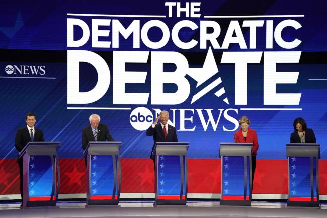 民主黨將於周四舉行第五輪總統提名初選政見辯論會。(路透)