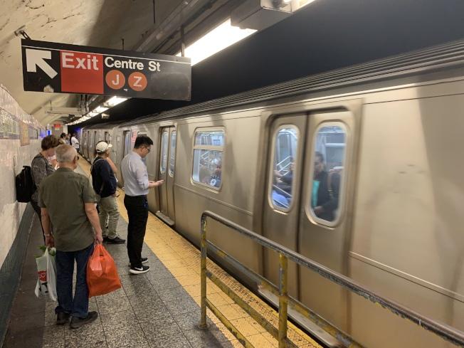 多項數據顯示,MTA財務捉襟見肘,未來恐繼續債台高築,導致削減服務或漲價。(記者和釗宇╱攝影)