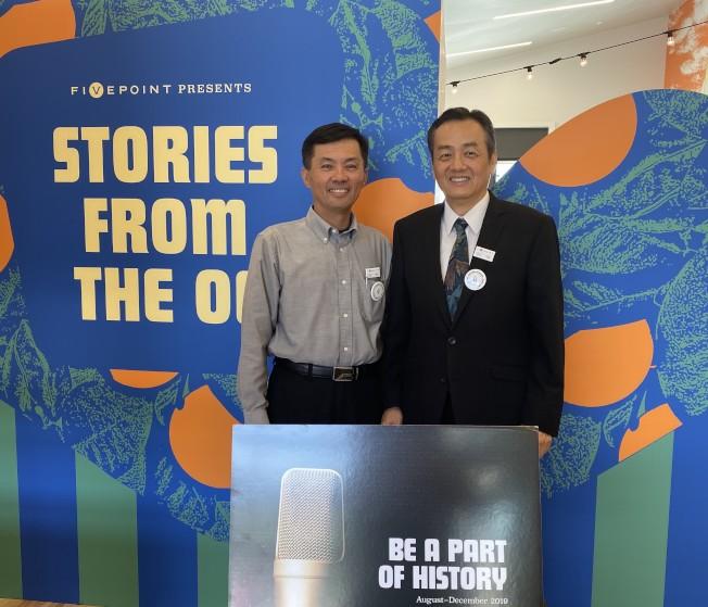 橙縣亞美老人服務中心(AASCSC)共同會長程東海和吳俊毅(左)受邀講述橙縣華人的故事。(記者尚穎/攝影)