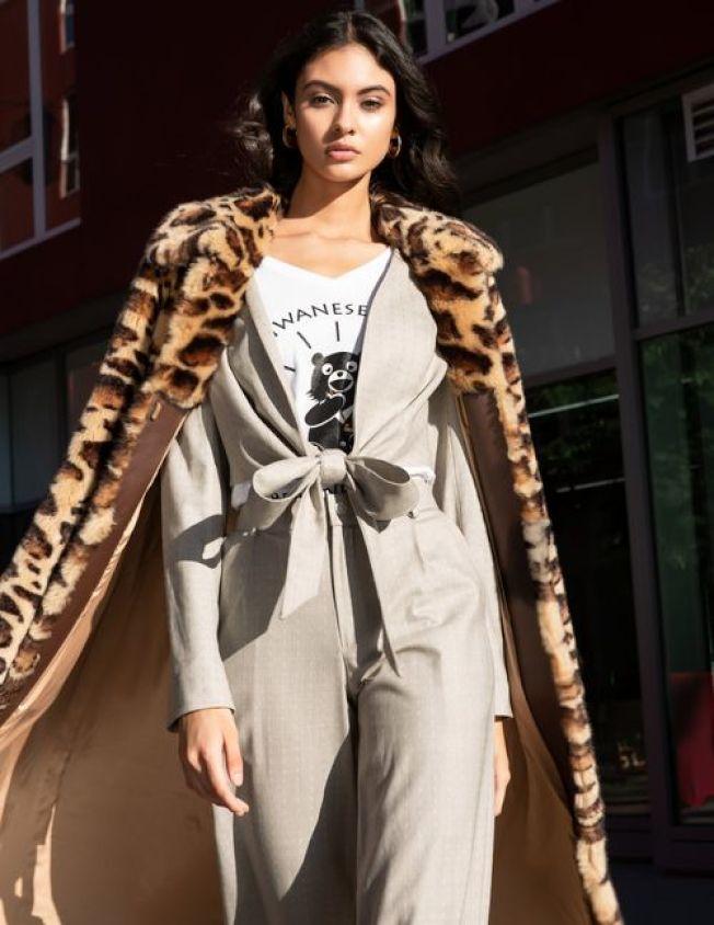 Dior專屬模特兒Judith Bustamante穿台灣黑熊T恤。(攝影:Alina Grafkina @grafkina_photography)