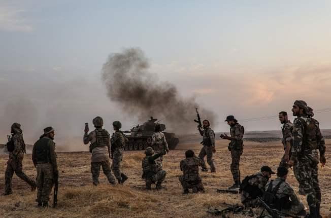 敘利亞部隊14日立即開抵與土耳其交界的敘利亞北部,協助庫德族抵抗來自土耳其部隊發動的追剿攻勢。(Getty Images)