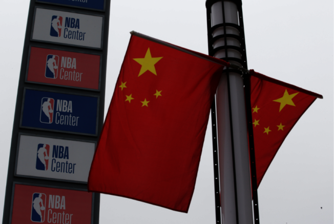 騰訊體育恢復NBA賽事直播,讓部分中國網友感嘆「當愛國情操遇上NBA就轉了彎?」 (路透)