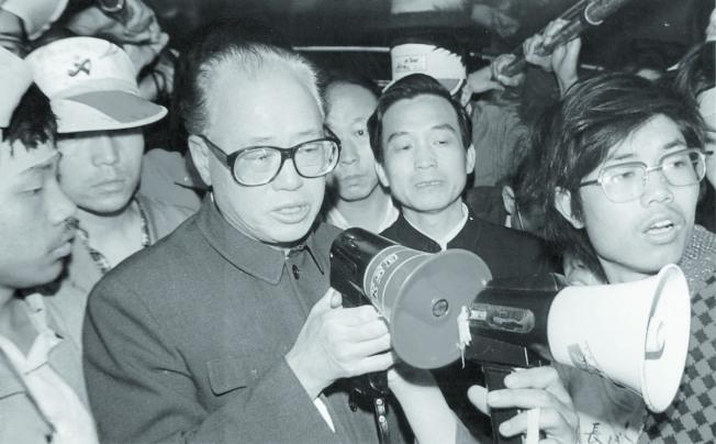 1989年5月19日,趙紫陽到天安門廣場看望絕食學生,並對學生喊話,這是趙最後的公開談話。(本報資料照片)