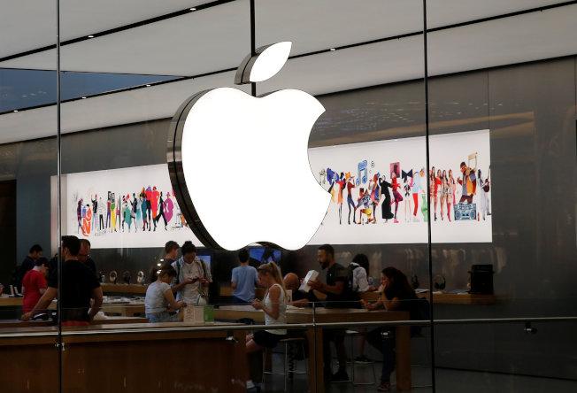 分析師預估,蘋果可能在明年初推出iPhone SE2,售價約399美元起跳。(路透)