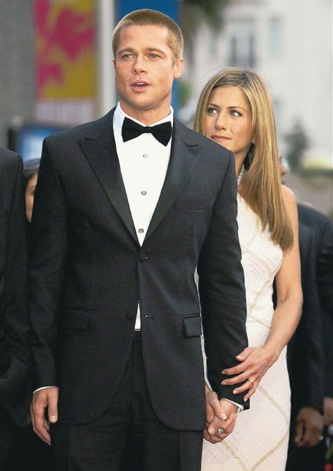珍妮佛安妮斯頓(右)和布萊德彼特(左)曾是令人稱羨的銀色夫妻。(路透資料照片)