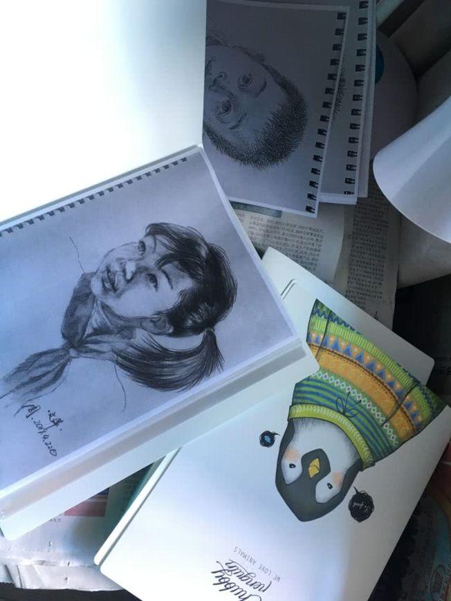 雖為語文老師,周文萍的美術功底卻為課堂增色不少。(取材自北京青年報)