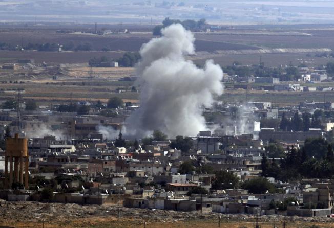 土耳其東南部與敘利亞接壤的邊境地區,來自土耳其的炮火不斷。(美聯社)