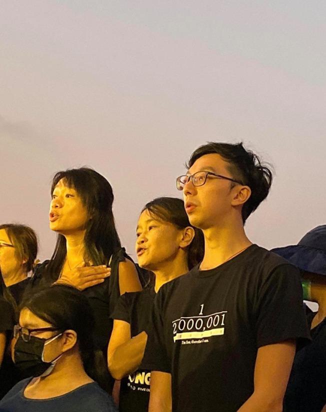 九龍城樂民選區的泛民參選人林正軒(右一)。(取材自臉書)