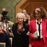 布克獎破例 2作家共享殊榮 分創最年長及首位非裔獲獎紀錄