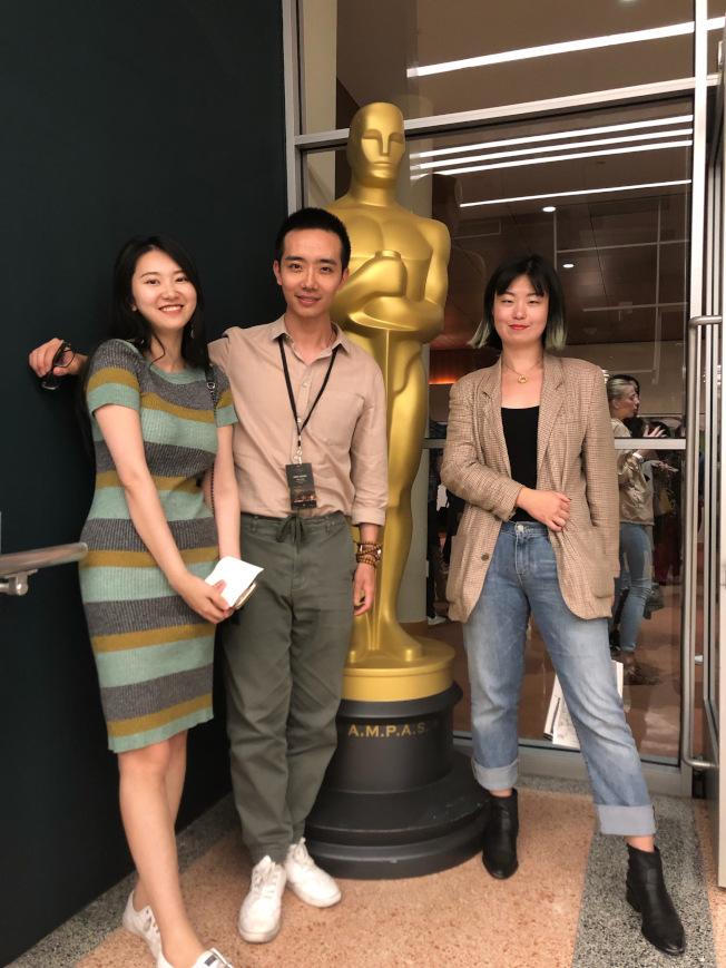 左起:鄧怡嫻,源根和另外一位編劇Vanessa Leqi Kong。(鄧怡嫻提供)