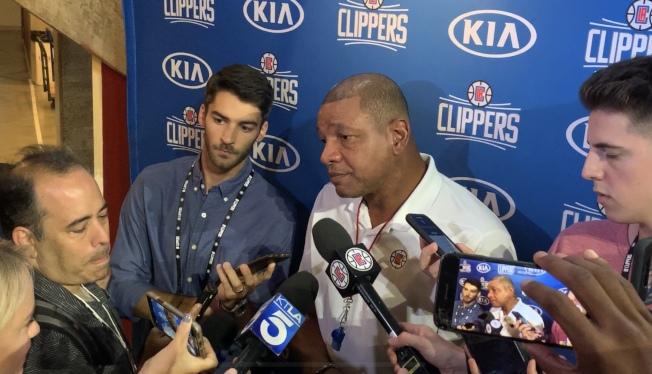 教練瑞佛斯( Doc Rivers)接受採訪。(記者高梓原/攝影)