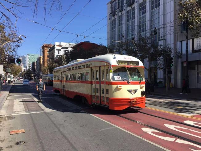 市場街將來僅僅只有公共交通工具可以行駛,私家車輛禁行。(記者李晗/攝影)