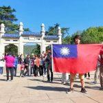 台男在南京中山陵舉中華民國國旗 警扣5小時上課寫悔過書