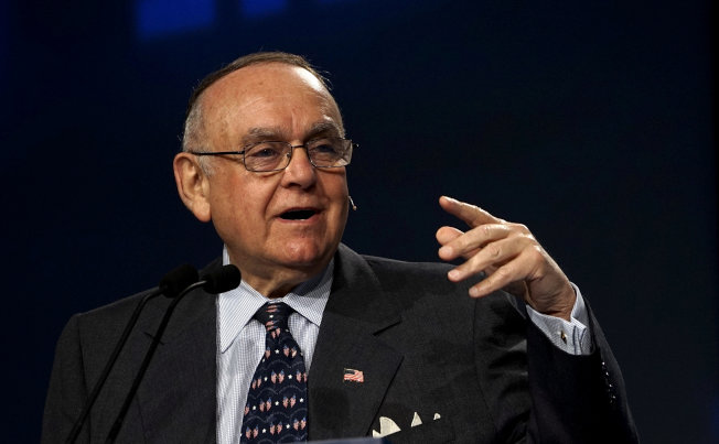 傳奇避險基金經理人庫柏曼16日說,若華倫參議員當選美國總統,股市將跌25%。(路透社)