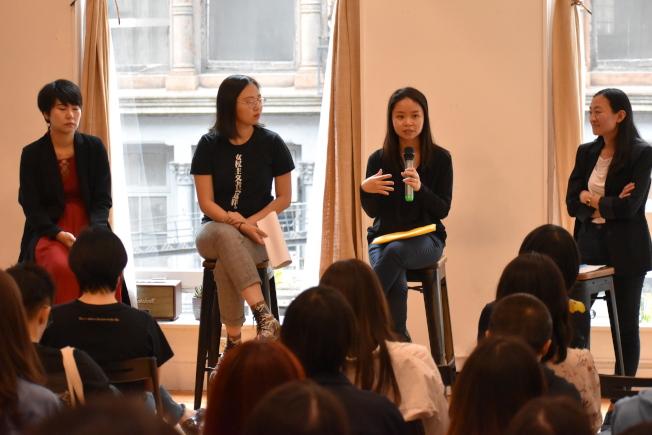 梁曉雯(說話者)表示,自己參加活動的報導社群媒體上被轉傳,更有網友嫌她「長太醜」,稱「這麼醜沒人會想性侵她」。(記者顏嘉瑩/攝影)