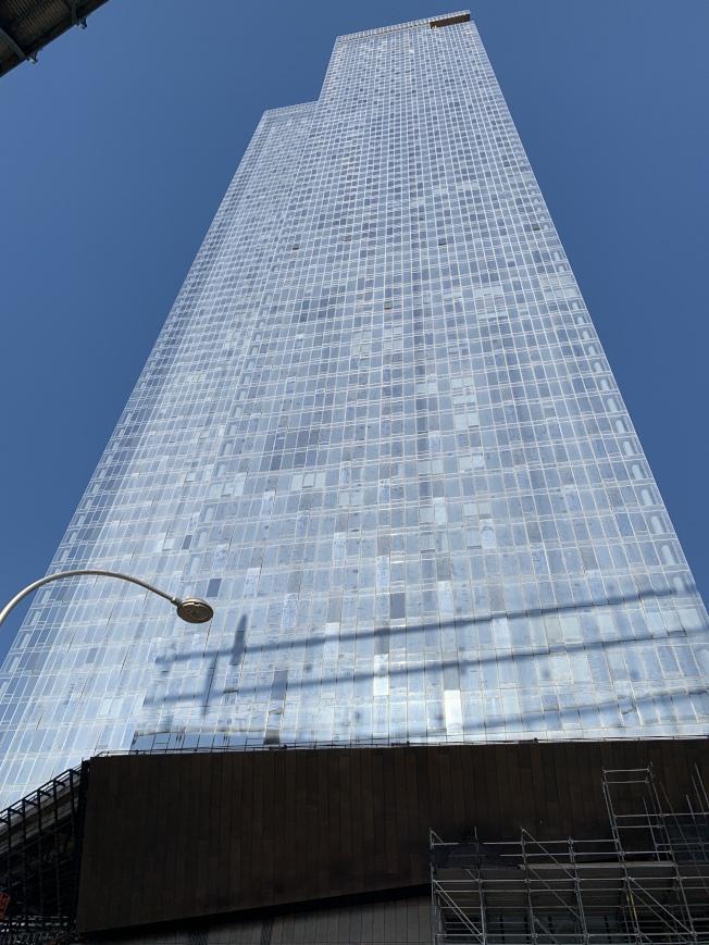 「曼哈頓廣場一號」銷售進展緩慢,加劇下東城高檔共有公寓供過於求的情況。(記者和釗宇/攝影)
