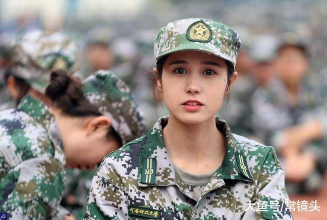 女大生軍訓照片曝光,仙氣十足,被瘋狂轉傳。(取材自大魚號/常鏡頭)