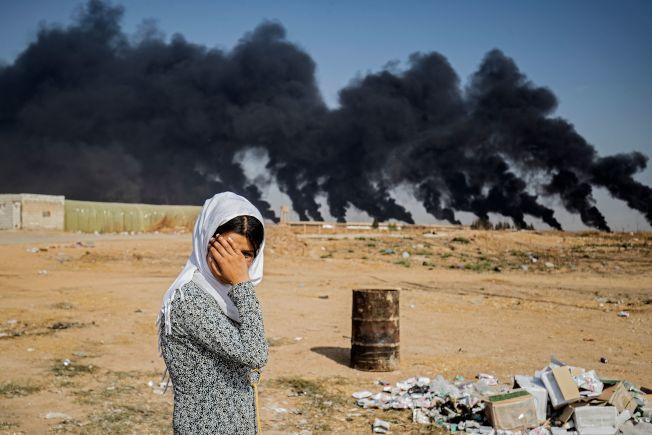 川普總統從敘利亞撤出美軍後,土耳其立刻揮軍襲擊境內曾與美國並肩對抗伊斯蘭國的庫德族人。圖為一名無助的庫德族婦女。(Getty Images)