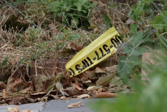 李林鴻家門前16日上午已幾乎看不出昨晚警察雲集的痕跡,只在門前發現一條遺下的警方封鎖膠條。(記者曹健/攝影)