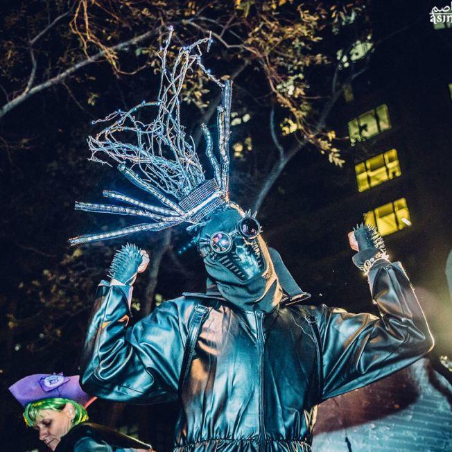 今年萬聖節遊行主題是「野東西」,主辦方鼓勵民眾發揮內心的野性。(取自臉書)