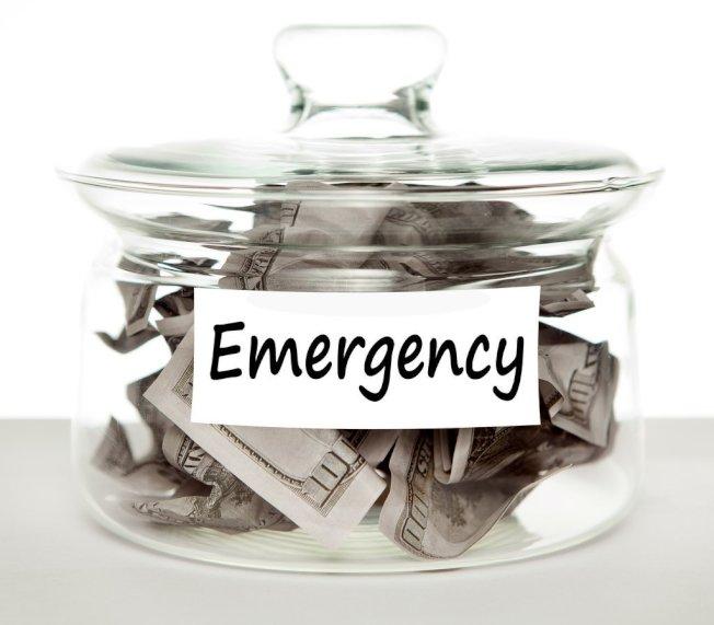 財務專家研究了7萬低收入戶的情況,得到一個應急金的理想數目──2467美元。(取材自推特)