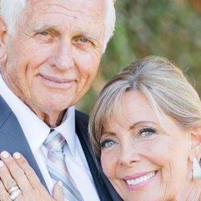 老牌影星羅恩伊利與妻子瓦萊莉‧倫丁‧伊利。(取自臉書)