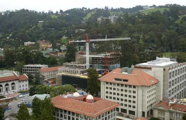 33--調查發現,柏克萊加大有68棟建築物必須儘快進行維修或重建,否則在大地震中會有危險。(電視新聞截圖)