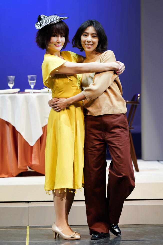 潘迎紫(左)、林辰唏在戲中飾演母女。(圖:全民大劇團提供)
