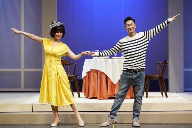 潘迎紫(左)、謝祖武在戲中談戀愛,2人首次演舞台劇,對於首演緊張不已。(圖:全民大劇團提供)