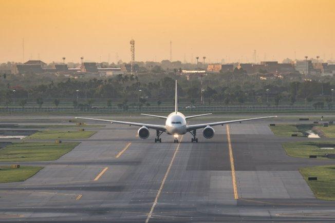 航空公司推出「搭到飽」機票,最後卻被搭到陷入財務危機。示意圖/ingimage