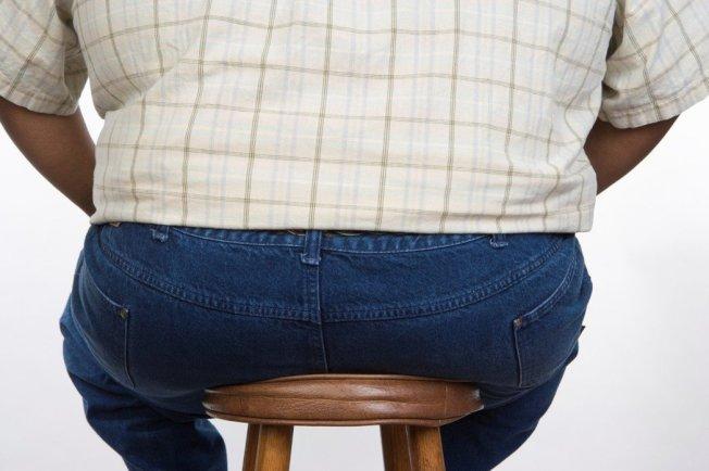 久坐已經成現代人常態,長期下來體態也會出現影響,鮪魚肚、腰內肉統統都會出現。圖/ingimage