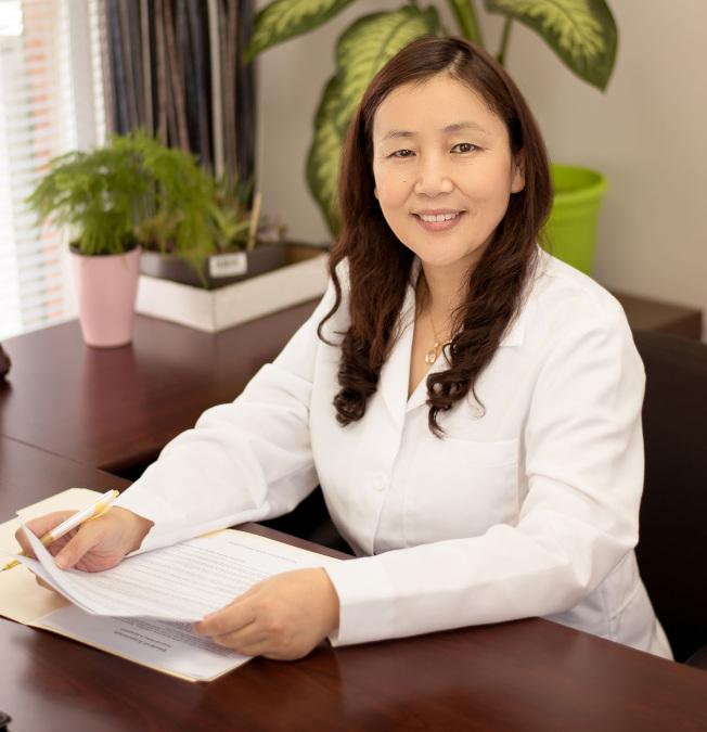 馬金芳醫師專精針灸、推拿、中藥,是專業熱誠的中醫師。