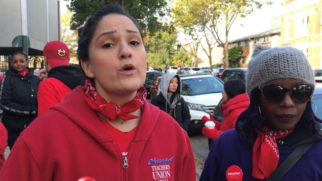 興氏小學老師席可拉(左)、郝威爾(右)表示,罷工是為了爭取學生們的社會正義。(特派員黃惠玲/攝影)