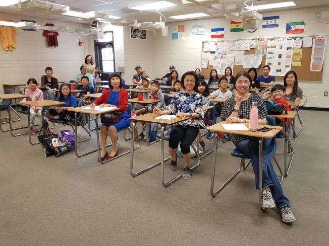 中華文化學校舉辦小班聽寫暨才藝競賽,圖為賽前全體合影。(記者林昱瑄/攝影)