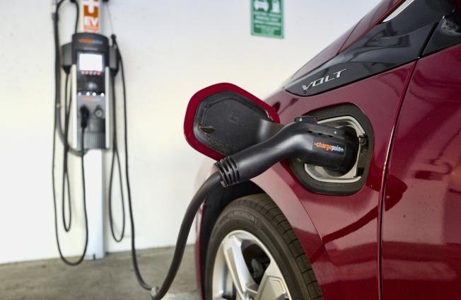 福特將提供北美最大電動車充電網絡,包括特斯拉在內任何電動車都能使用。(美聯社)