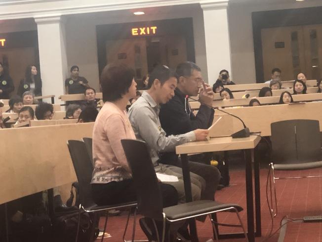 族裔細分法案H.2681參眾議會聯合聽證會上,勒星頓華裔聯盟代表發言表達反對。(記者劉晨懿之/攝影)